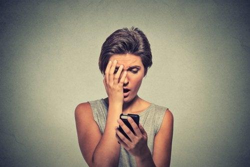 Revisar el móvil de los jóvenes puede causar sorpresas inesperadas en los padres.