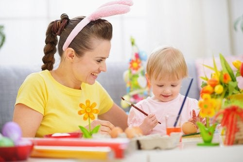 Las manualidades son grandes entretenimientos para niños de 2 años.