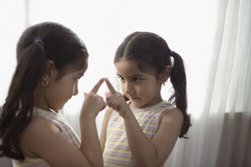 ¿Cómo crea el niño su imagen corporal?