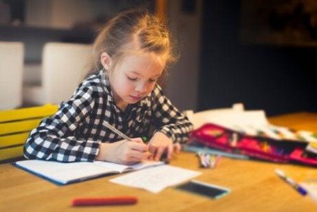 Los deberes de los niños en Primaria.