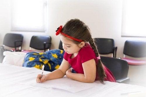 Los deberes escolares nunca deberían exceder los 20 minutos diarios, según la opinión de los especialistas.