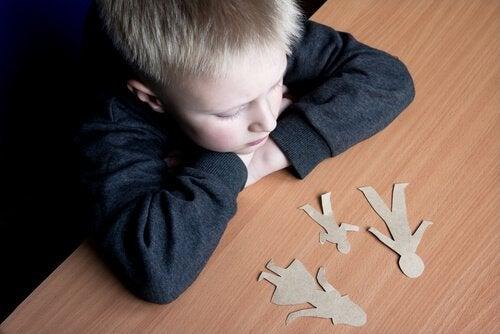 La separación de los padres es un trance difícil para los hijos.