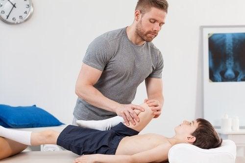 Se requiere tratamiento fisioterapéutico para curar el síndrome de Perthes.