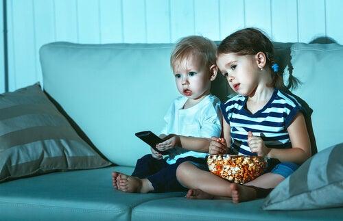¿Por qué los niños ven la misma película una y otra vez?