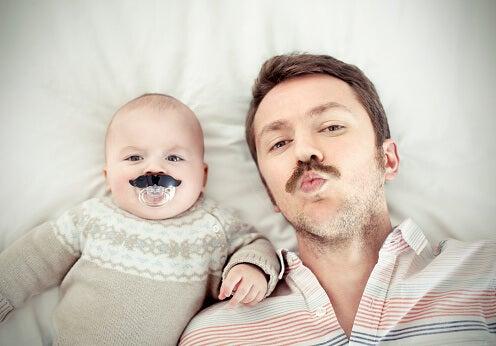 El permiso por paternidad es algo que no muchos consideran tras el parto.