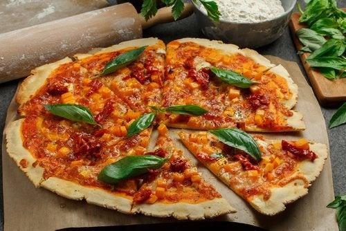 La pizza sin gluten es una de las recetas sin gluten para el primer trimestre de embarazo más aclamadas.