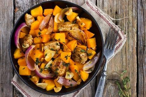 El pollo es un gran alimento que se puede incorporar a las recetas sin gluten para el tercer trimestre de embarazo.