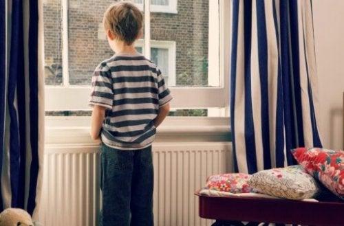 Seuls les enfants responsables peuvent rester seuls à la maison.