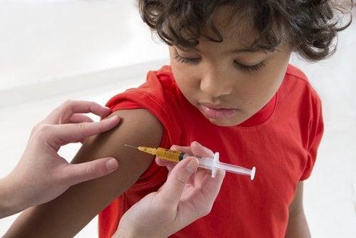 Algunos expertos recomiendan no vacunar a los niños.
