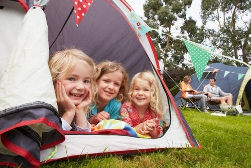 Las casas rurales y los campamentos son grandes planes de verano para familias numerosas.