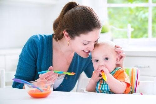 La rutina de alimentación del bebé será beneficiosa también para los padres.