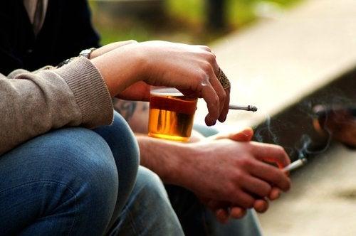 Es bueno que los adolescentes sepan qué consecuencias comporta beber alcohol.