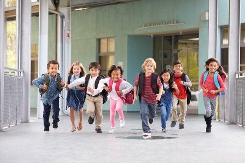 Preparar a los niños para la vuelta al cole hace más fácil su readaptación a este ámbito.
