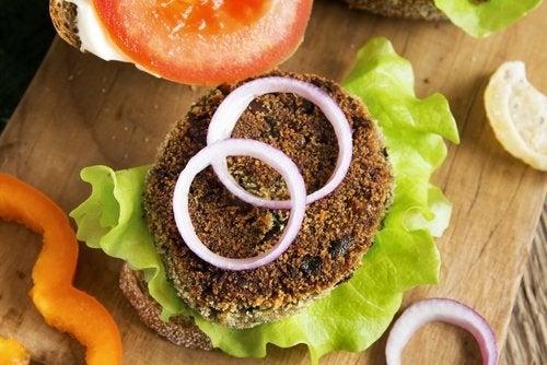 La hamburguesa de lentejas, una de las hamburguesas saludables para toda la familia.