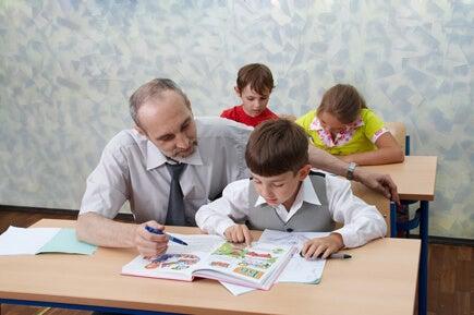 La empatía del maestro es clave para el desarrollo académico de los niños.