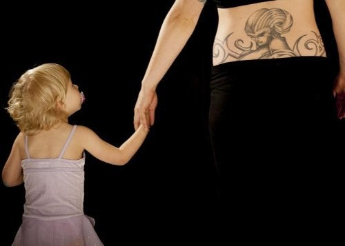 Decidir hacerte un tatuaje con el nombre de tu hijo te impulsará a pelear por él siempre.