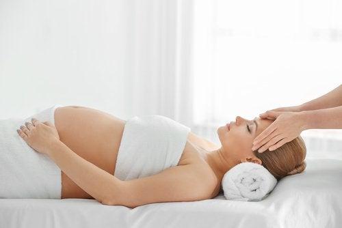 Los masajes durante el embarazo contribuyen a la liberación de tensiones.