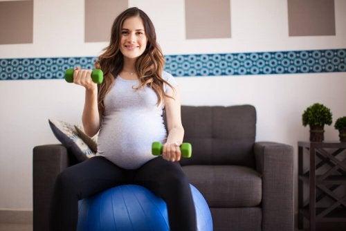 Los beneficios del yoga para embarazadas.