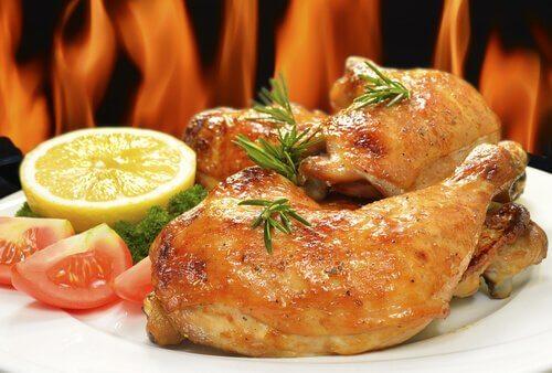 Los muslos de pollo con zumo de limón son una excelente opción durante el embarazo.