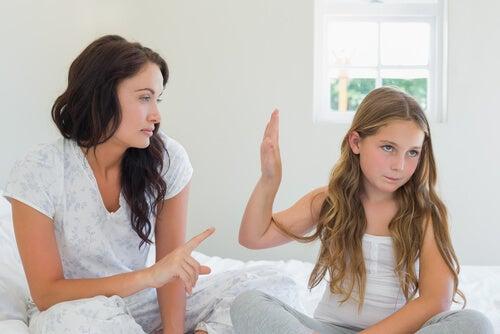 Muchos niños cuando se enfadan optan por no hablar.