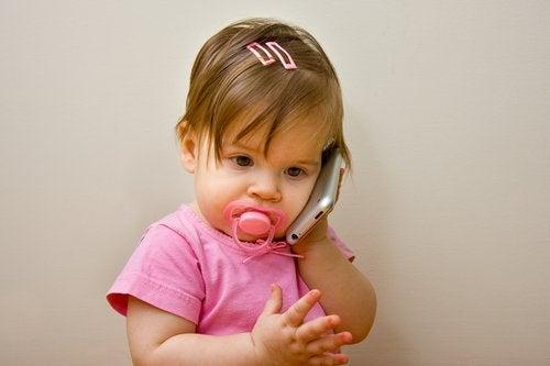 Algunos niños tardan mucho tiempo en aprender a hablar.