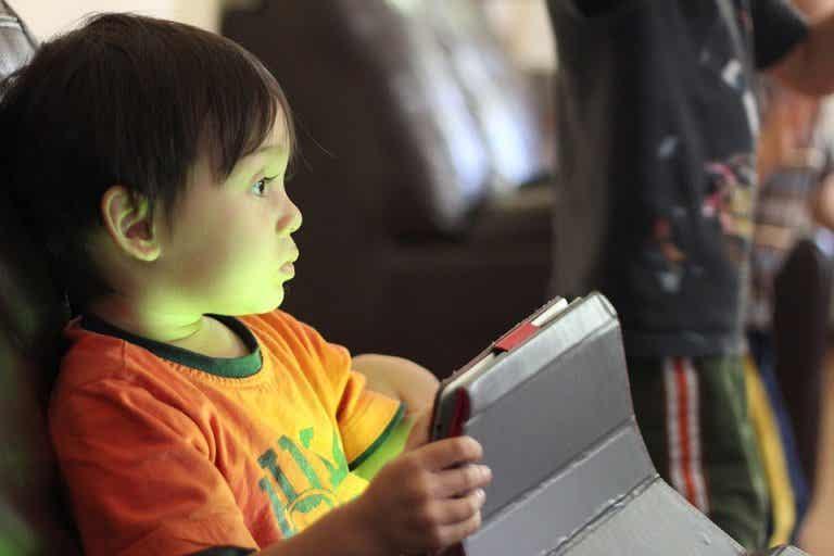 Claves para una dieta digital equilibrada para niños