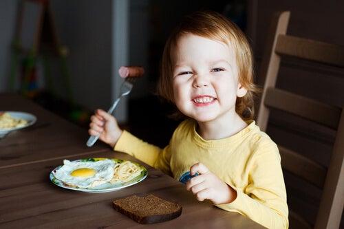 Los 6 mejores alimentos para el cerebro de los niños