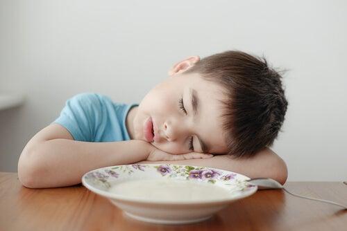 ¿Por qué mi hijo está cansado todo el rato?
