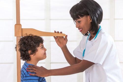 Déficit de la hormona del crecimiento en niños