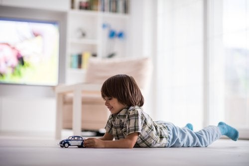 Que los niños aprendan a jugar solos es bueno para su personalidad.