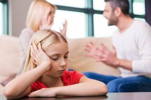El divorcio de los padres suele ser un acontecimiento difícil para los hijos.