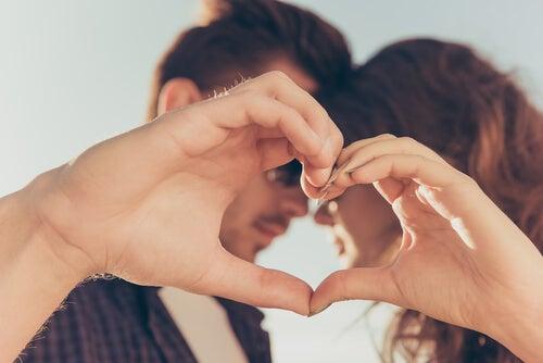 Casarse joven es una decisión difícil, pero con muchos beneficios.