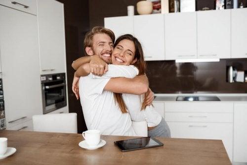 Las parejas jóvenes construyen su vida de la mano y sin presiones.