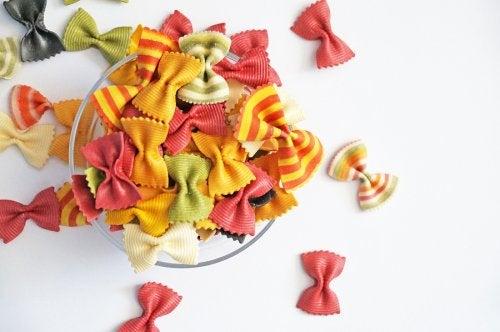 Pasta de muchos colores para hacer manualidades con ella.