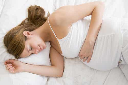 5 posturas para dormir durante el embarazo