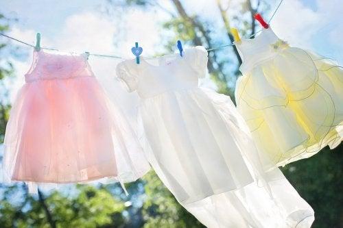 5 trucos para eliminar la pintura de la ropa de los niños