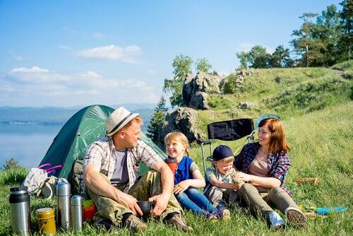 Irse de acampada con los niños es toda una aventura.