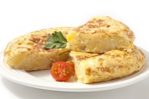 Las recetas con huevo para niños incluyen tortillas con patatas y otros ingredientes.