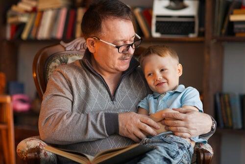 Existen muchos libros recomendados para los abuelos.