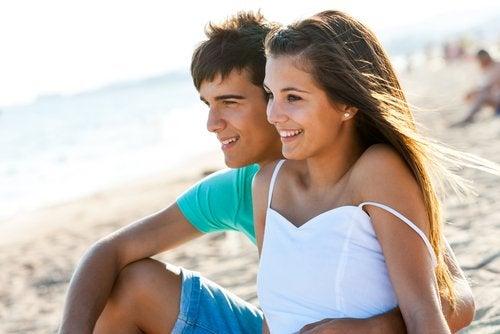 El primer enamoramiento tiene lugar en la adolescencia.