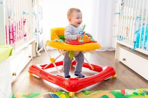 Los andadores pueden servir para propiciar el momento en el que empiezan a andar los bebés.