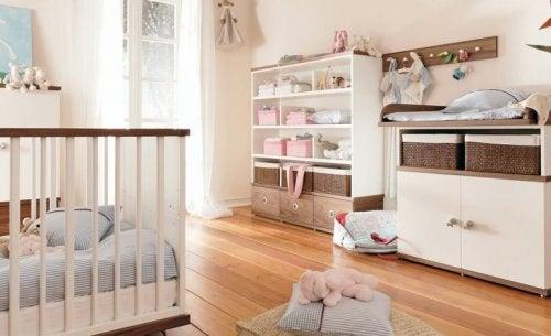 Hay muchas ideas de armarios para la habitación del bebé entre las que puedes elegir.