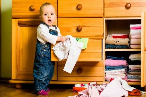 ¿Cómo optar por la correcta entre las opciones de armarios para la habitación del bebé?