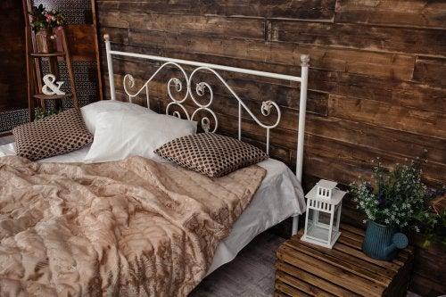 Los diferentes tipos de camas matrimoniales ofrecen sus propias ventajas.
