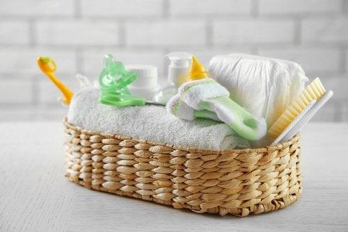 ¿Cómo preparar la canastilla del bebé?
