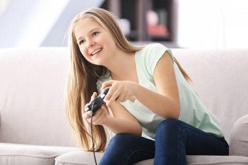 La adicción a los videojuegos en adolescentes puede causarles aislamiento social.