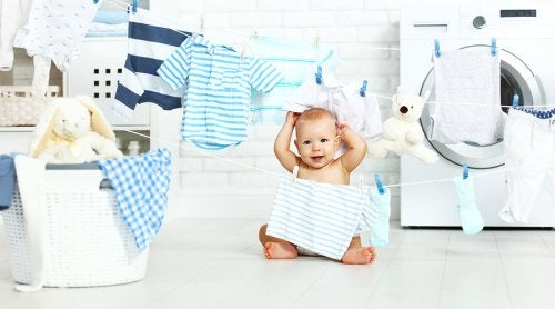 Es una muy buena acción donar la ropa que ya no le vale a tu bebé a la gente que más lo necesita.