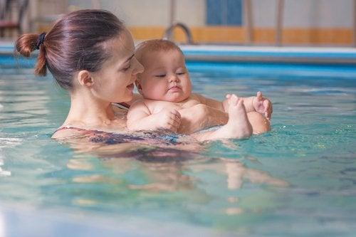 La matronatación es un gran comienzo para enseñar a los niños a nadar más adelante.
