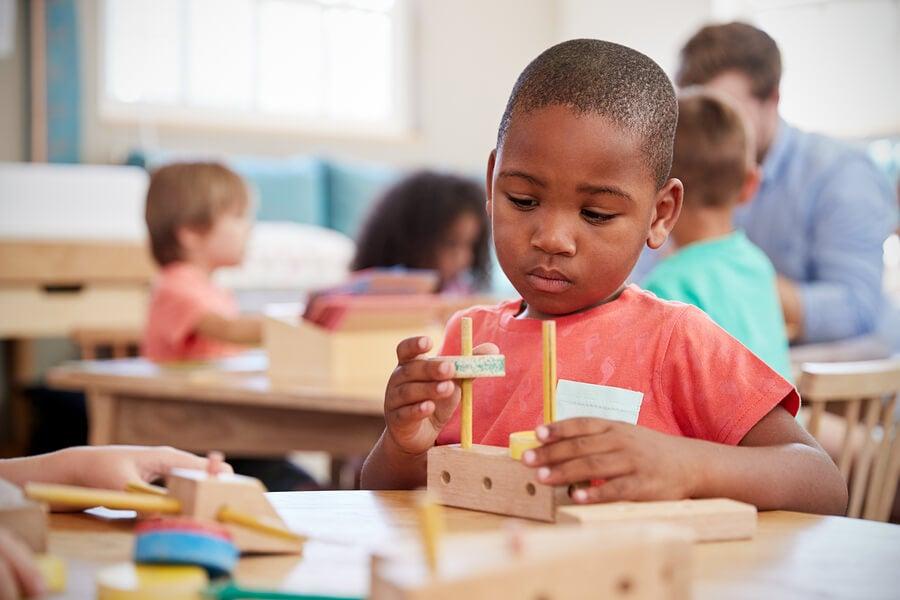 La mesa de la paz es una técnica Montessori.