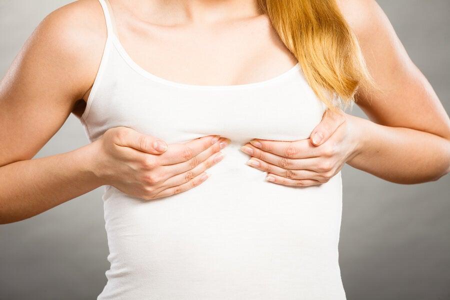 ¿En qué consiste la autoexploración mamaria?